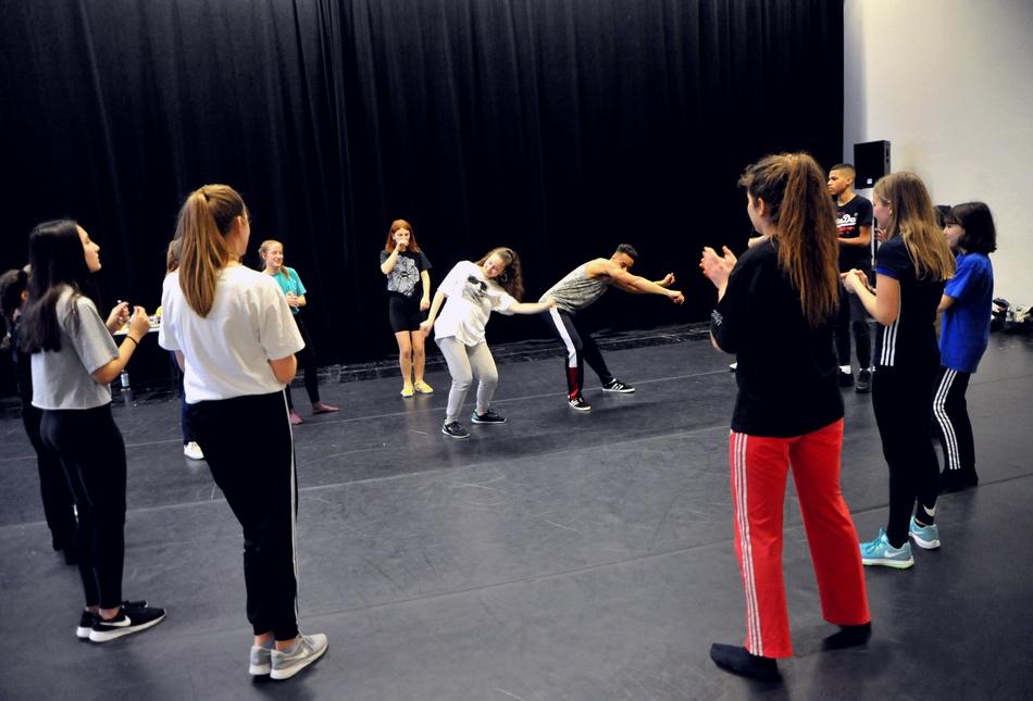 Die Jugendlichen bildeten einen Hip Hop Kreis, genannt: Cypher. Foto: Marion Borriss